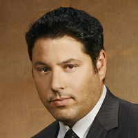Eric Weiss played by Greg Grunberg