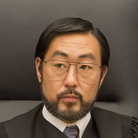 Judge Lance Ito played by Kenneth Choi