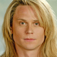 Kato Kaelin played by Billy Magnussen