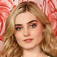 Taylor Otto played by Meg Donnelly