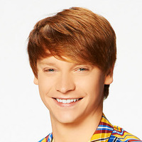 Dez played by Calum Worthy