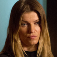 Carrie Hopewell played by Ivana Milicevic