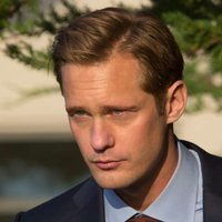 Perry Wright played by Alexander Skarsgård