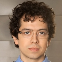 Dr. Elliot Gross played by Geoffrey Arend