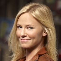Annie Frost played by Kelli Giddish