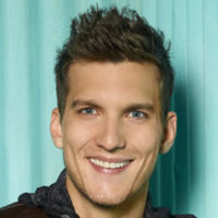 Leo Hendrie played by Scott Michael Foster