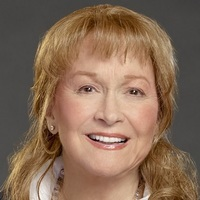 Nell O'Brien played by Diane Ladd Image
