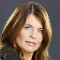Mary Bartowski played by Linda Hamilton