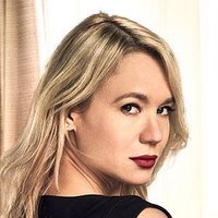 Mae Barber played by Kristen Hager