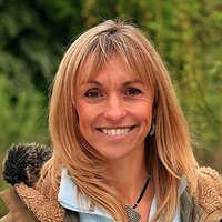 Presenter (5) played by Michaela Strachan