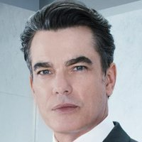Arthur Campbell played by Peter Gallagher