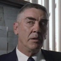 Lieutenant Fry played by R. Lee Ermey