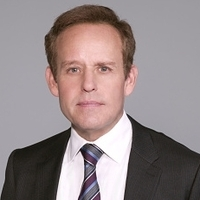 Simon Sifter played by Peter MacNicol