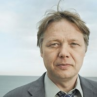 DC Carl Hawkins played by Shaun Dooley