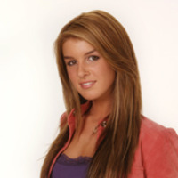 Darcy Edwards played by Shenae Grimes
