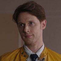 Dirk Gently played by Samuel Barnett