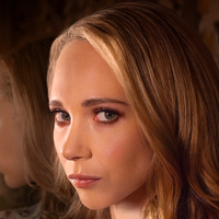 Veronica Newell played by Juno Temple