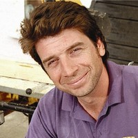 Presenter played by Nick Knowles Image