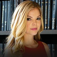Tiffany played by Dreama Walker