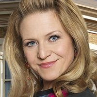 Linda Carter played by Kellie Bright