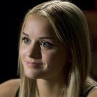 Zoe Carter played by Jordan Hinson
