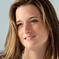 Julie Gelineau played by Grace Gummer
