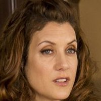 Gina Hess played by Kate Walsh