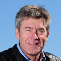 Presenter (4) played by Tiff Needell