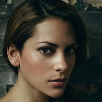Vee Harel  played by Inbar Lavi