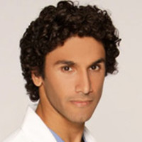 Dr. Leo Julianplayed by Dominic Rains