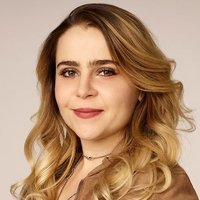 Annie Marks played by Mae Whitman