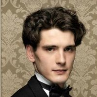 Julio Olmedo played by Yon González