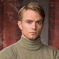 Ray Weishaarplayed by Wilson Bethel