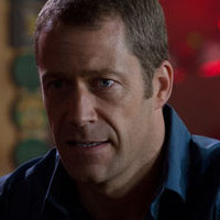 William played by Colin Ferguson