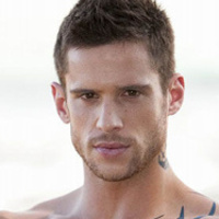 Heath Braxton played by Dan Ewing
