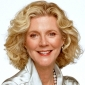 Isabelle 'Izzy' Huffstodt played by Blythe Danner