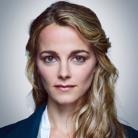 Det. Lizzie Needham played by Bojana Novakovic