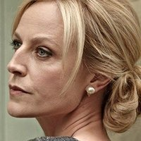 Linda Hillier played by Marta Dusseldorp