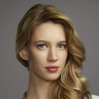 Petra Solano played by Yael Grobglas