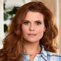 Amy Cabrera played by JoAnna Garcia Swisher