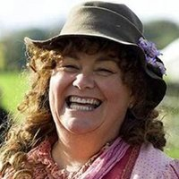 Caroline Arless played by Dawn French