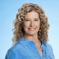 Vanessa Baxter played by Nancy Travis