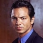 Detective Rey Curtis played by Benjamin Bratt