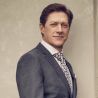 Captain Brooks Avery played by Kevin Rahm