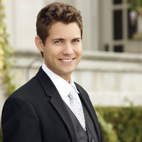 Younger Ryan played by Drew Seeley