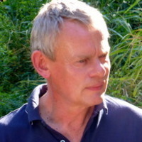 Martin Clunes Martin Clunes and a Lion Called Mugie (UK)