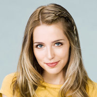 Paige played by Jessica Rothe