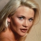 Sandy Louise Harlingplayed by Amy Locane