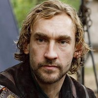 Alvarr played by Joseph Mawle