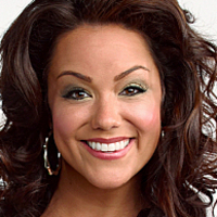 Victoria Flynn played by Katy Mixon